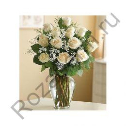 Букет из 11 белых роз с гипсофилой