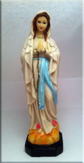 Статуя Дева Мария