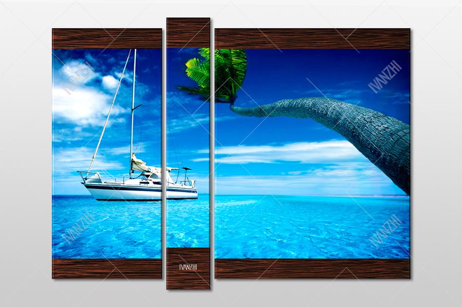 Белая яхта и пальма