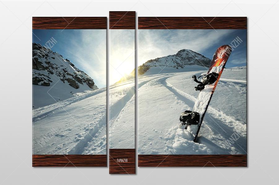 Сноуборд и заснеженная дорога