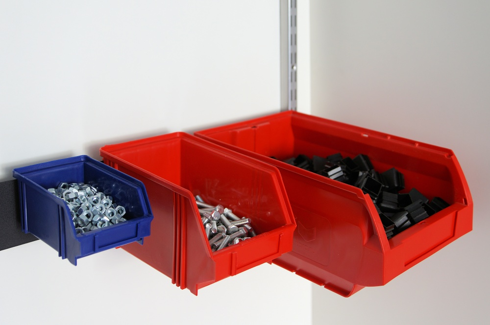 Кронштейн для подвески пластиковых контейнеров на верт. направляющие GSC6