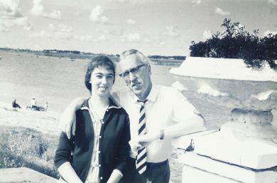 С дочкой Машей. Дубна (1966г.)