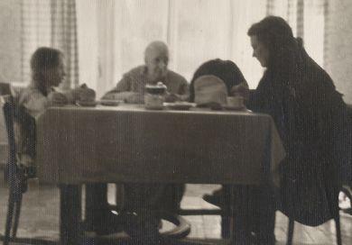 """На даче, поселок """"Советский писатель"""". Маша, Надежда Александровна Кабалевская, Лариса Павловна Кабалевская (1957 г.)"""