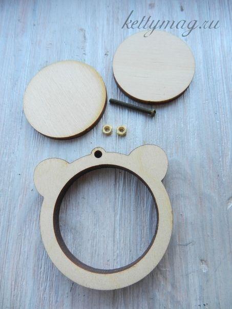 Мини-пяльцы рамка мишка 4,5см с основой для натяжки и закрепления ткани.