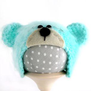 Вязаная шапочка для куклы Мишка с мордочкой мятный