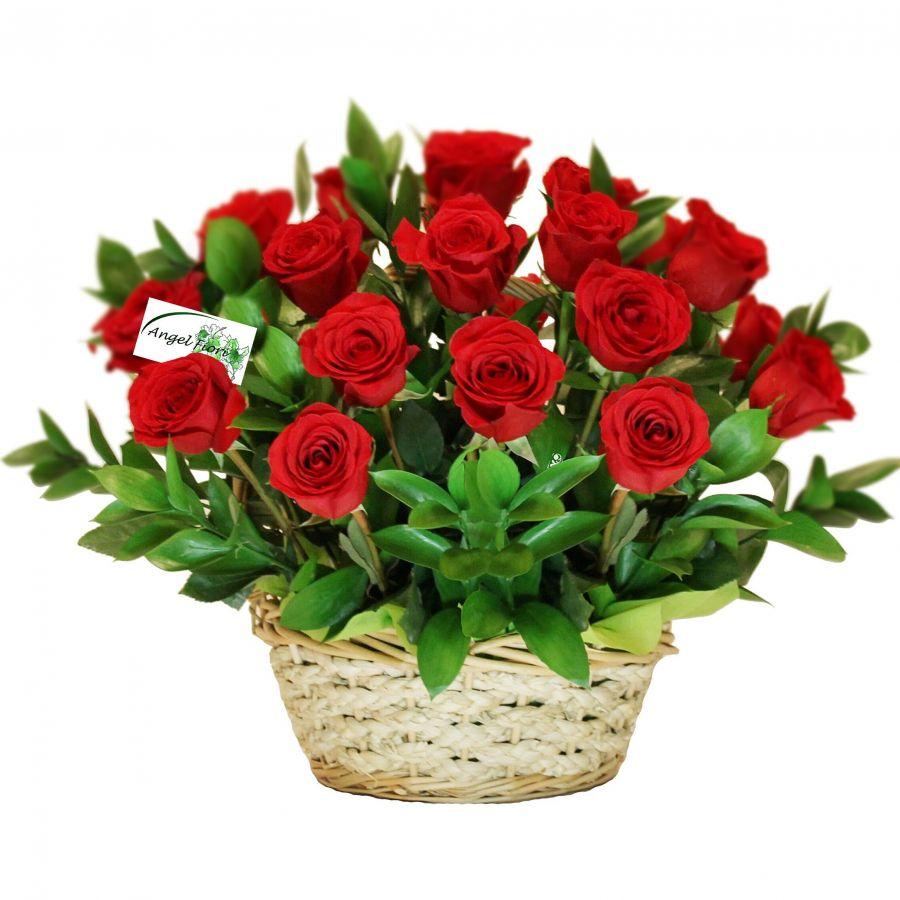 15 роз + корзиночка + зелень