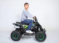 На квадроцикле ребенок 8 лет, рост 130 см