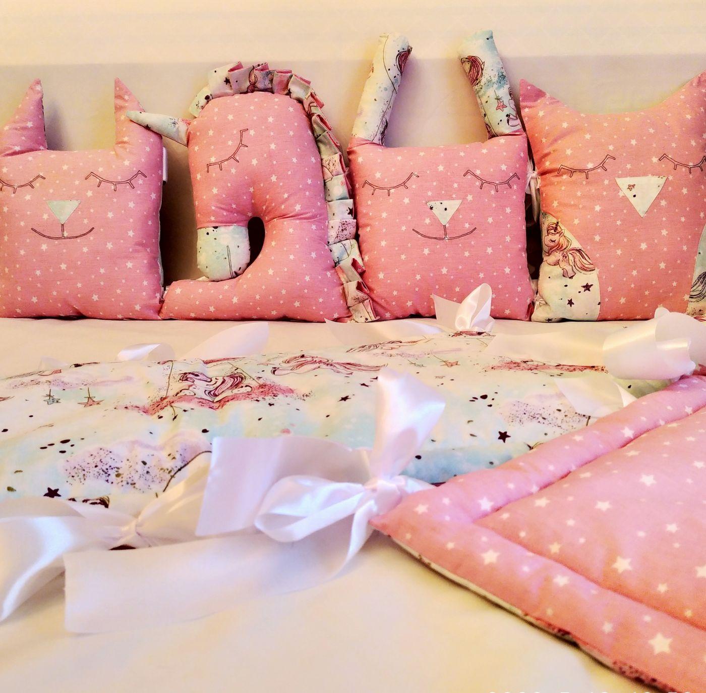 Бортики-подушки зверюшки (розовые звезды и единороги)