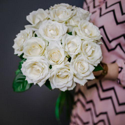 Букет цветов из 15 белых роз
