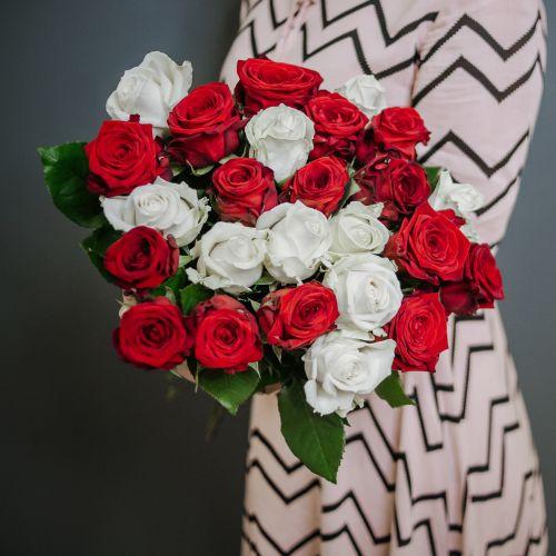 Букет цветов из 25 красно-белых роз