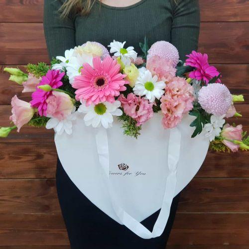 """Коробка цветов """"С любовью в сердце"""""""