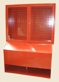 Стенд пожарный металлический (щит закрытый + ящик для песка 0,5 м3 с дозатором), н/у