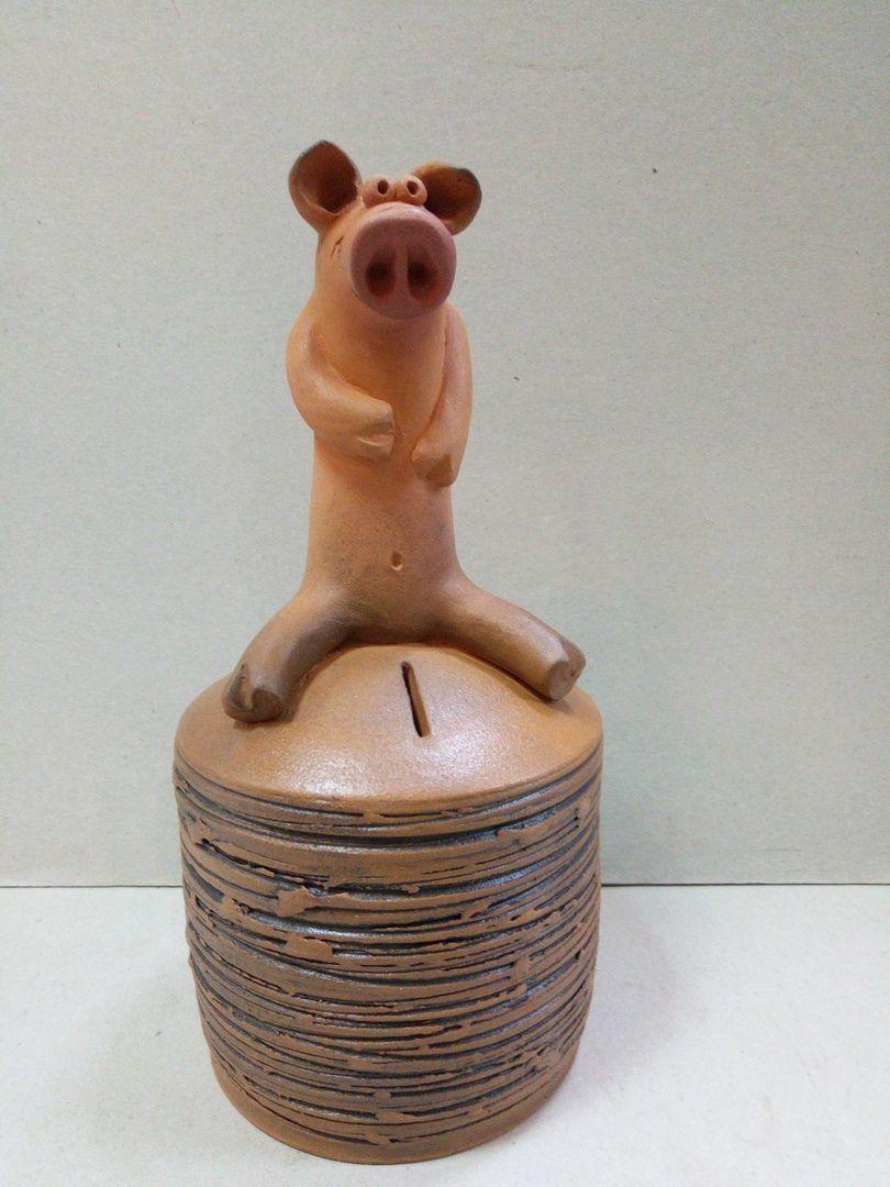 Керамика «Свинка на копилке».