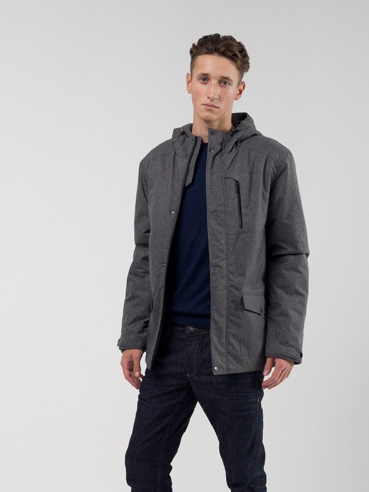 Мужская утепленная куртка из мембраной ткани. Центральная застежка влагозащитная молния, закрытая ветрозащитной планкой на кнопках. М анжеты регулируются патами на липучке.Регулируемый несъемный капюшон. Низ куртки регулируется кулиской. Снаружи имеются у
