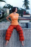 индийские оранжевые шаровары с символом ом, фото