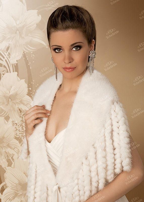 Накидка из белой норки с ажурными косичками