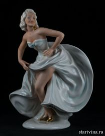 Танцующая девушка с развевающейся юбкой, Unterweissbach, Германия. 1960 гг