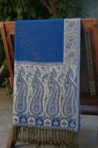 Контрастный двухсторонний шарф
