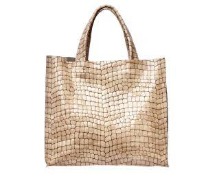 Бежевая лакированная сумка