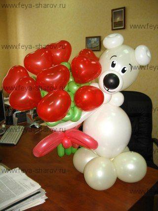 Белый медвежонок с сердечками