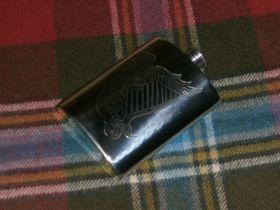 Фляжка из британского пьютера c гравировкой  Кельтская Арфа