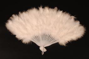 Пушистий карнававльный веер