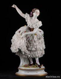 Старинная статуэтка балерины с поднятой рукой, кружевница, Volkstedt, Германия, до 1935 года
