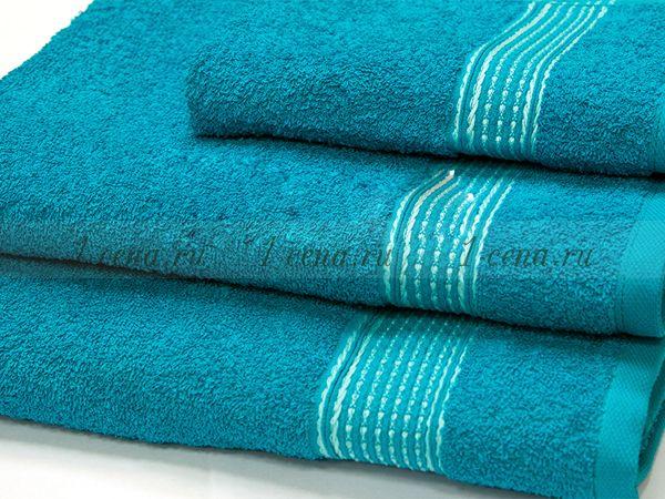 Набор из трёх полотенец разного размера.
