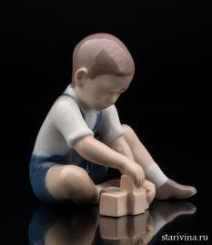 Мальчик, играющий в кубики, Bing & Grondahl, Дания, 1960 гг