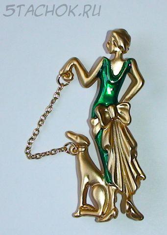 """Брошь """"Дама в зеленом с собакой"""" под золото/эмаль"""