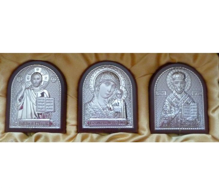 Небольшой подарочный набор из трех икон 7*8.5см.(триптих, Россия) в VIP-упаковке в коричневом дереве