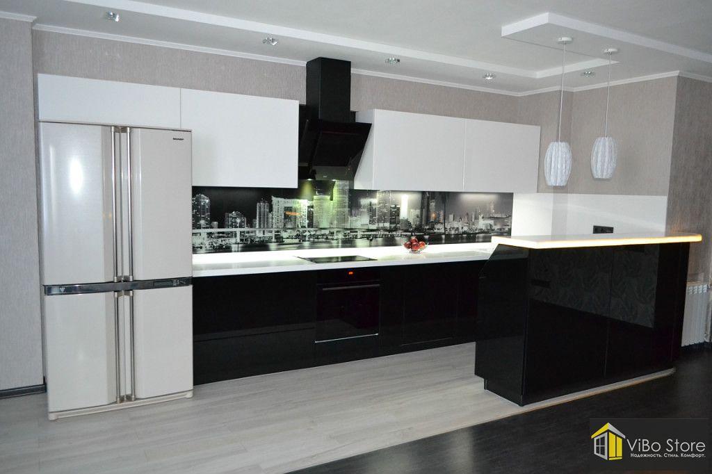 Большая кухня черно-белого цвета
