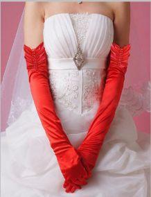 Длинные красные атласные  перчатки присборенные сверху