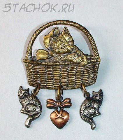 """Брошь """"Котенок с бантиком в корзинке"""" под бронзу, олово и медь"""