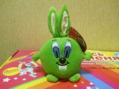 зеленый заяц мячик