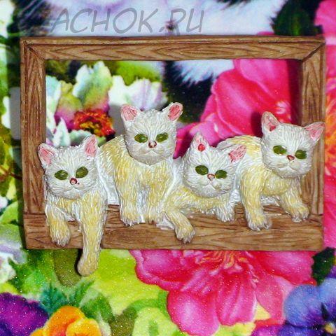 """Брошь """"Четыре белых котенка"""" керамика"""