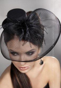 Черная шляпка с вуалью