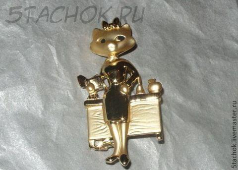 """Брошь """"Кошечка-учительница"""" под золото"""