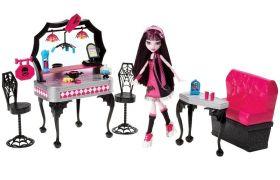 Monster High Игровой набор с куклой Ресторан Дракулауры Mattel Y7719
