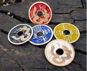 Китайская монета 3 см (толщина 0,2 см)