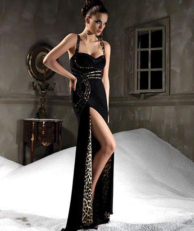 Стильное платье с полупрозрачным поясом и изящной отделкой из бисера