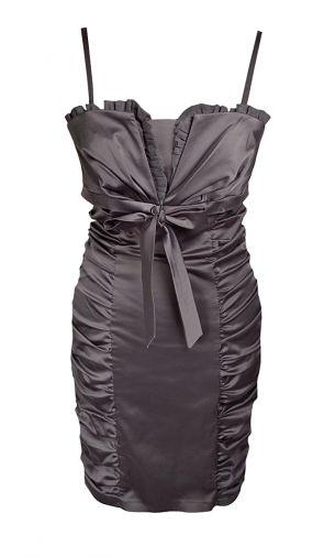 Атласное платье-футляр с драпированными вставками по бокам