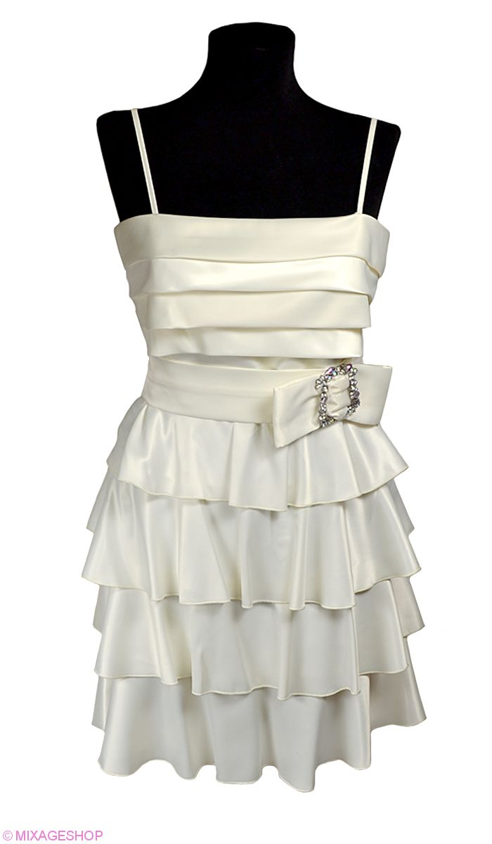 Атласное платье кремового цвета на тонких регулирующихся бретелях