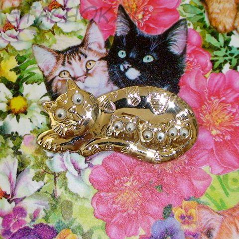 """Брошь """"Счастливая кошка-мамочка"""" под золото"""