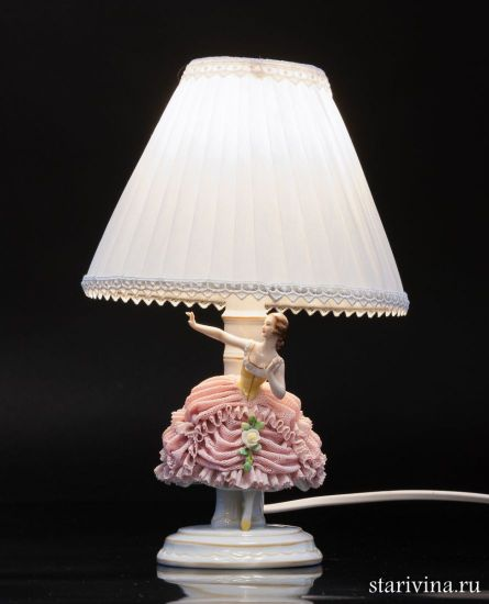 Изображение Лампа девушка в розовом платье, кружевная, Muller & Co, Volkstedt, Германия, 1907-52 гг