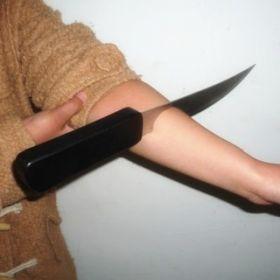 """Нож в руке (с подачей """"крови"""")"""