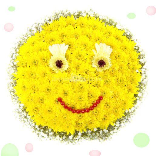 Смайлик из свежих цветов