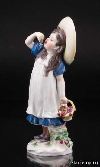 Фарфоровая статуэтка Девочка в шляпе с вишней производства Meissen, Германия