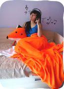 Большая подушка Лиса и теплый плед