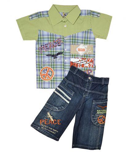 Симпатичный комплект состоит из рубашки и джинсовых капри